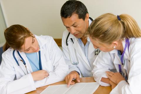 Doktor mit Diagnose